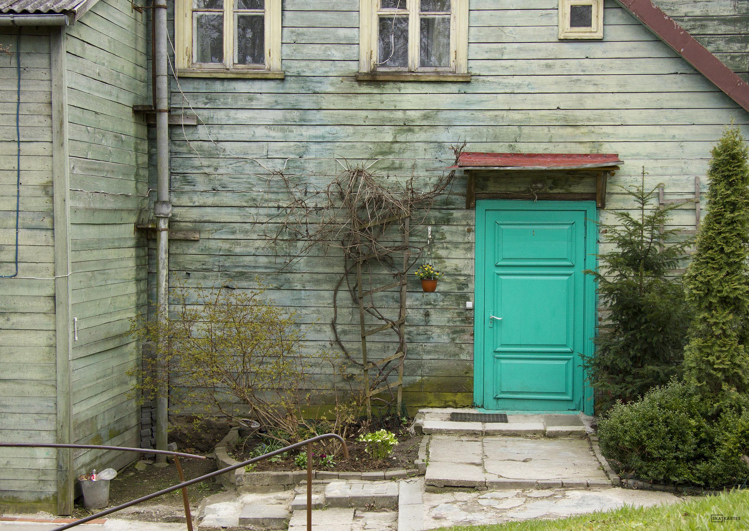 Skatkarte Nr. 1108 - Lielā iela 12, romantiskā zaļās durvis (2015. gada pavasaris).