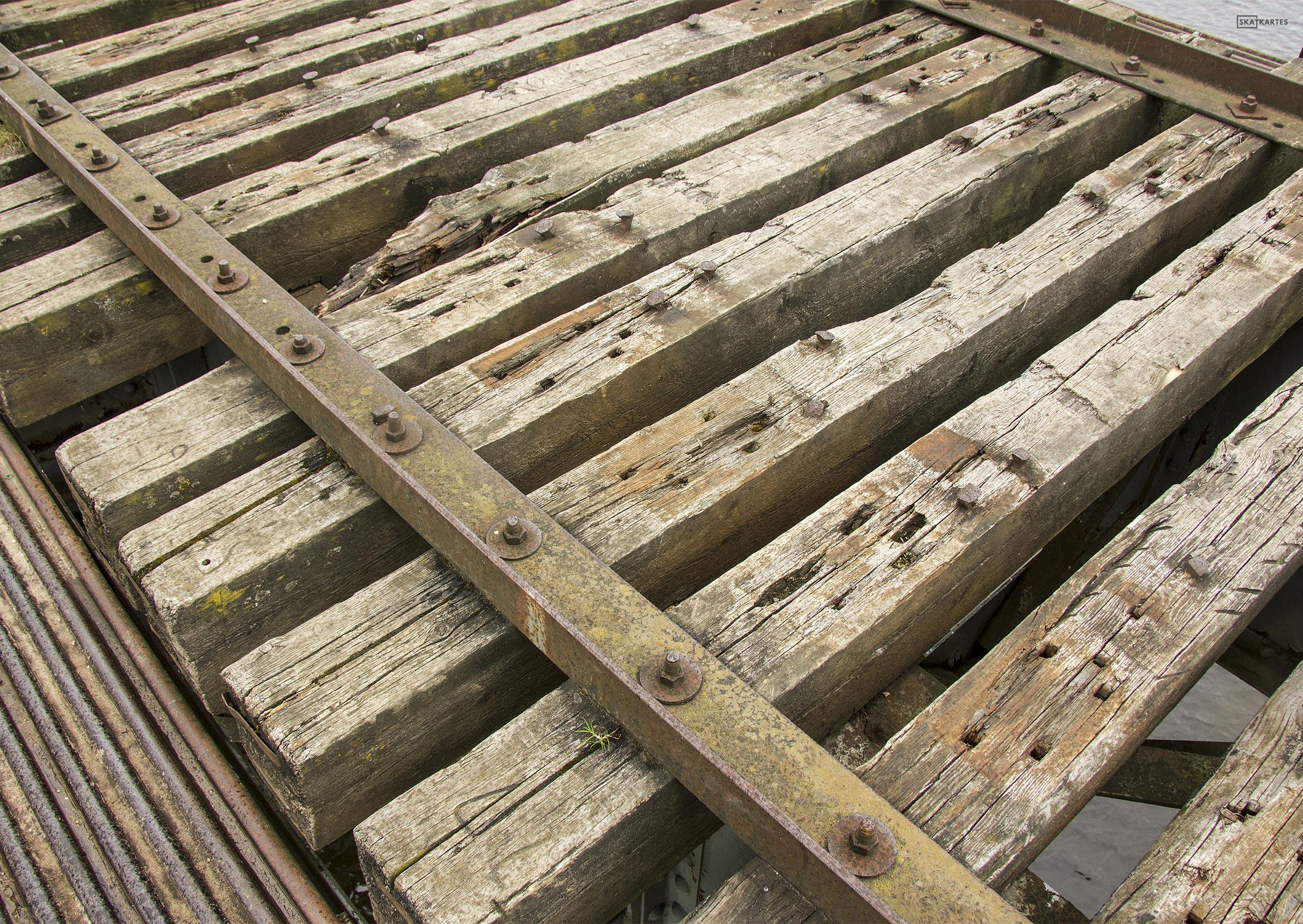 Skatkarte Nr. 1183 - Vecais, pamestais Juglas dzelzceļa tilts (2015. gada aprīlis).